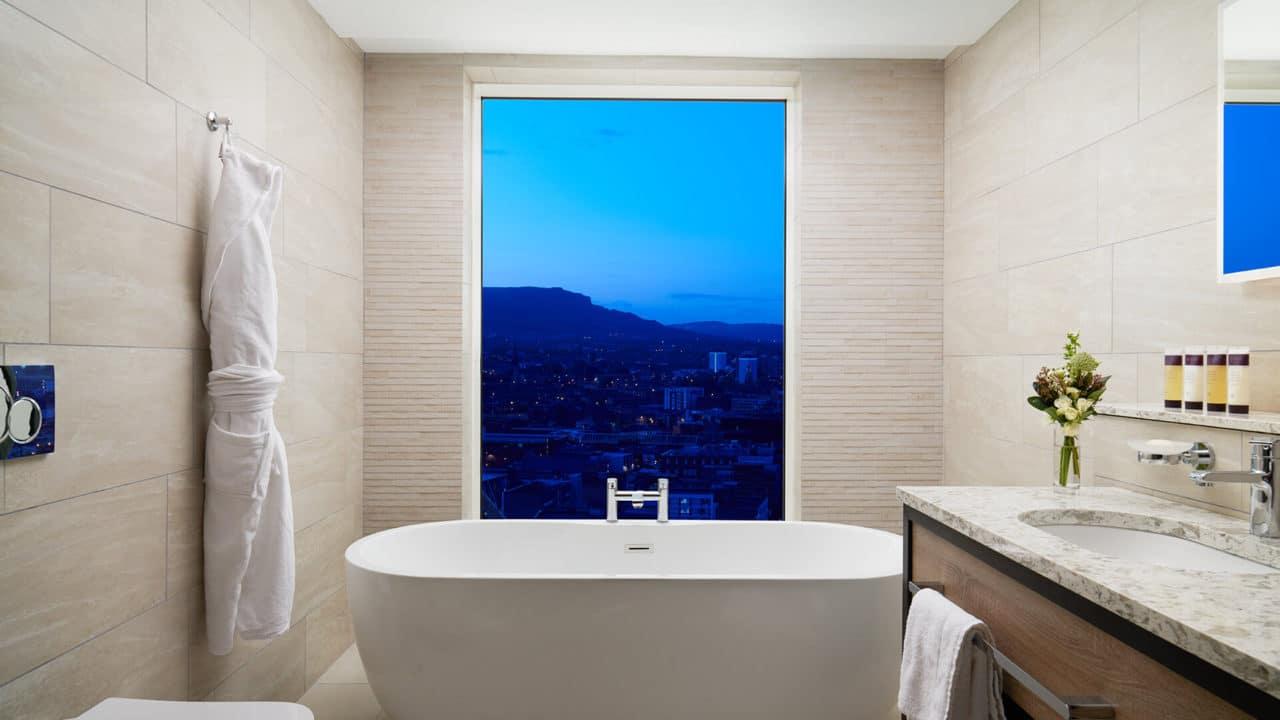 https://travelinspires.org/wp-content/uploads/2020/07/Hastings-Grand-Central-Hotel-Belfast-bathroom-1280x720.jpg