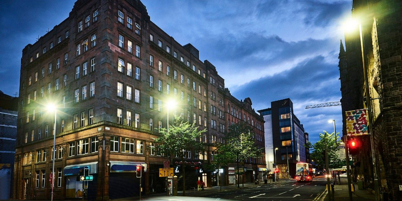 https://travelinspires.org/wp-content/uploads/2020/07/The-Flint-Hotel-Belfast-exterior-1280x640.jpg