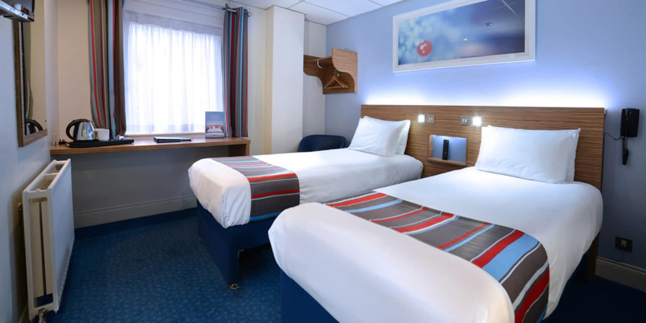 https://travelinspires.org/wp-content/uploads/2020/07/Travelodge-Belfast-twin-room-1280x640.jpg