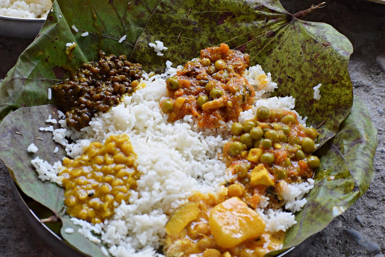 https://travelinspires.org/wp-content/uploads/2020/07/best-Indian-vegetarian-dishes-1280x853.jpg
