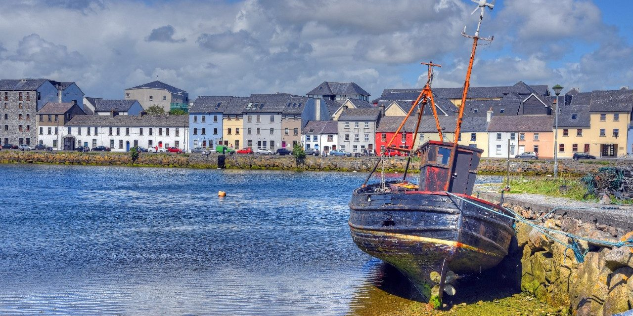 https://travelinspires.org/wp-content/uploads/2020/08/Galway-Claddagh-area-1280x640.jpg